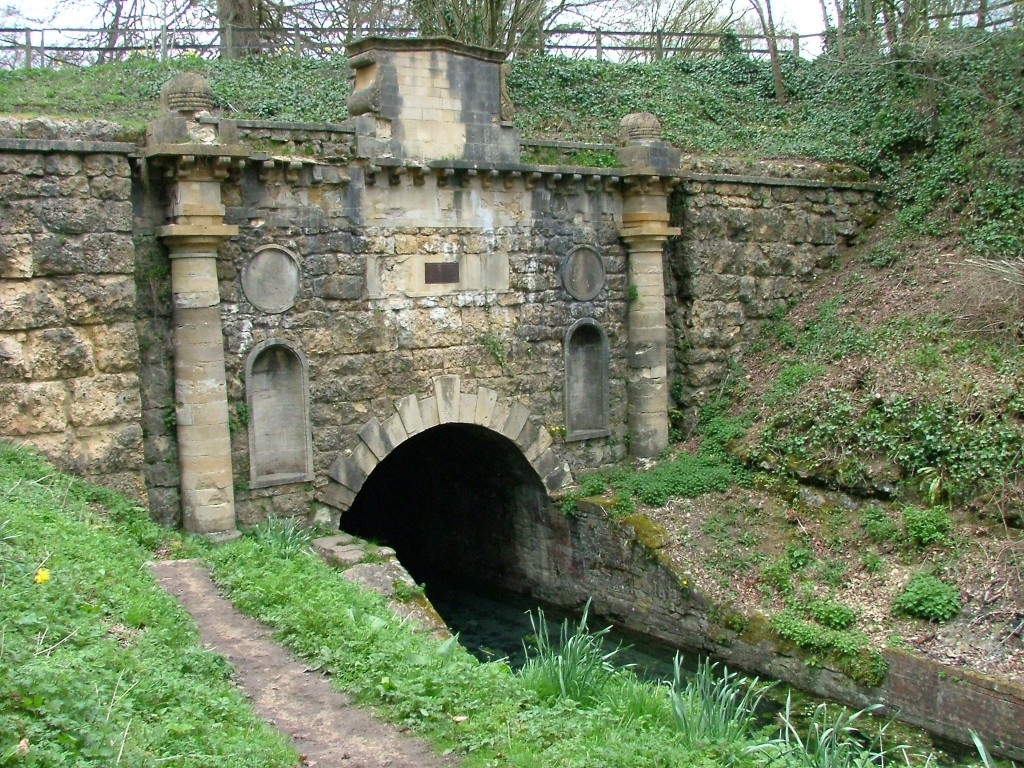 C:\Users\Roger\Desktop\Southern_portal,_Sapperton_canal_tunnel_(uncropped).jpg